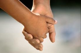 children_holding_hands02